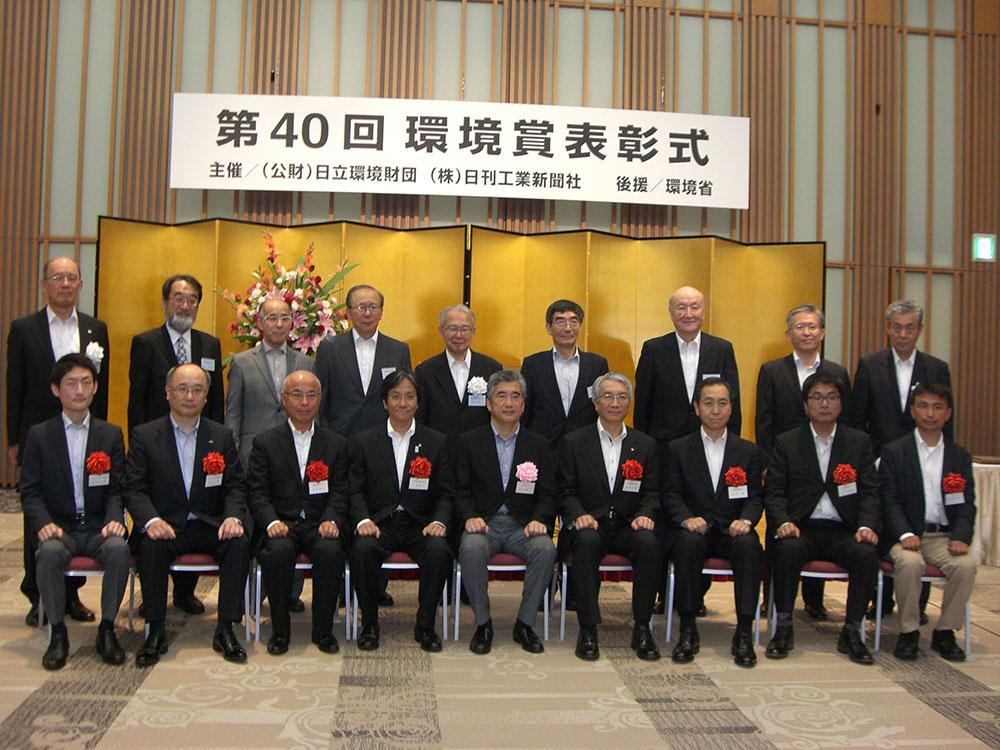 写真前列右から、3番目:MTI代表取締役社長・安永豊、4番目:日本郵船代表取締役専務・田澤直哉