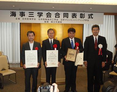 写真左から:MTI代表取締役社長・五十嵐誠、 2番目:日本郵船技術グループ グループ長・洲之内満彦