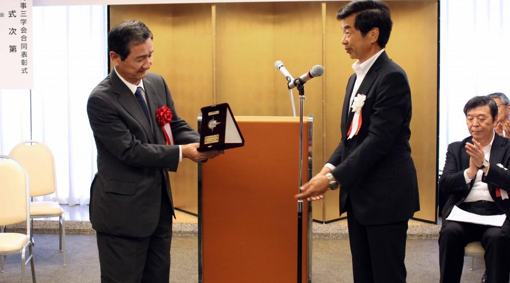 写真左:当社代表取締役社長 五十嵐誠