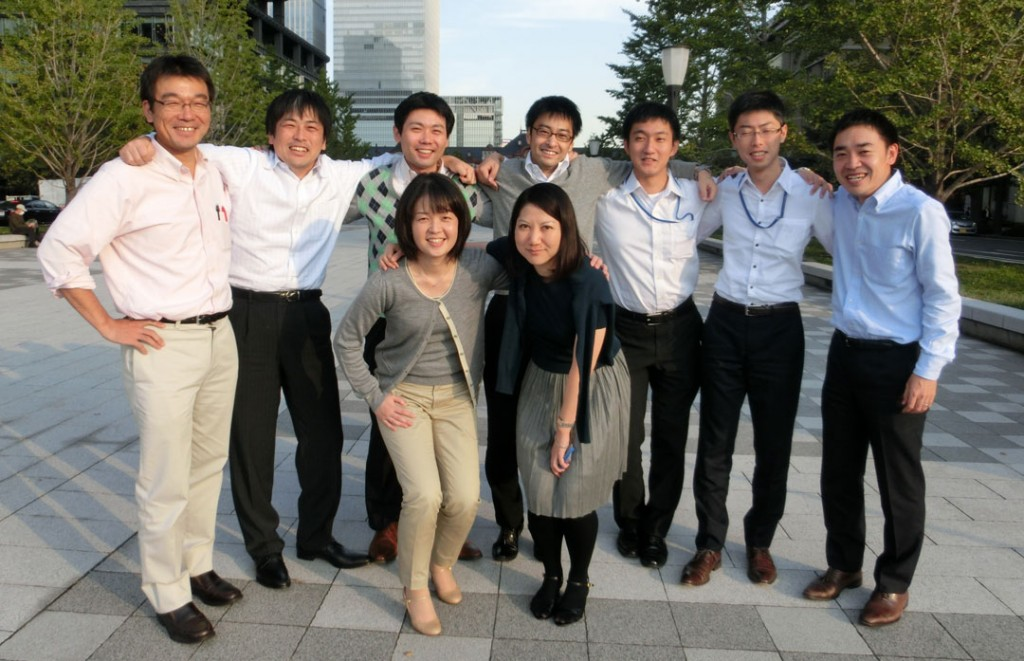 船舶情報グループメンバーと(左から2人目が本人)