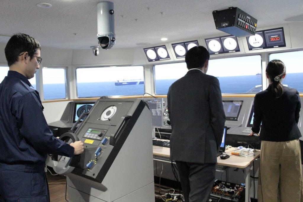 船長の衝突回避判断をデータ収集するシュミレーションルーム